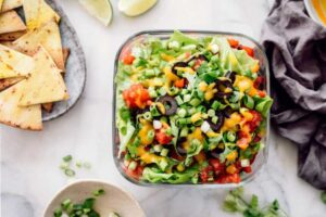 A 7 layer mexican dip next to chips.